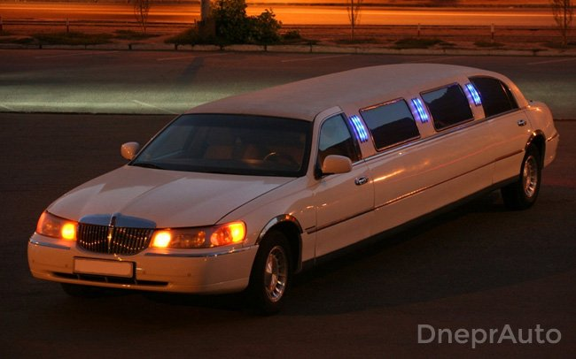 Аренда Лимузин Lincoln Town Car на свадьбу Днепр